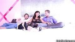 heißer durch zwei knöpfe gerissener porno stern
