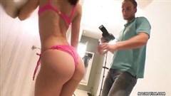 mädchen in rosa t-shirt gekleidet leckeren porno